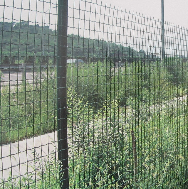 how to build a welded wire fence with t posts
